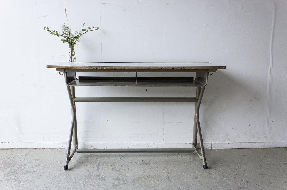 Vintage schooltafel met formica blad -  Firma zoethout_2.jpg