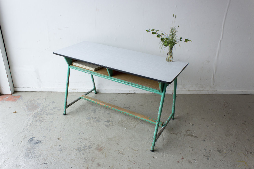 Groene vintage schooltafel -  Firma zoethout.jpg