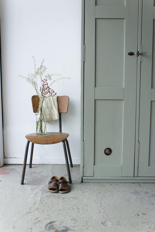 Grijsgroene houten vintage locker -  Firma zoethout_2.jpg