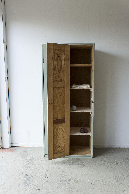 Grijsgroene houten vintage locker -  Firma zoethout_5.jpg
