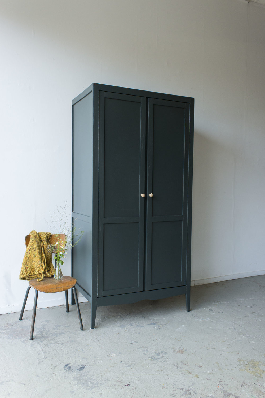 Woudgroen vintage kledingkastje -  Firma zoethout_1.jpg