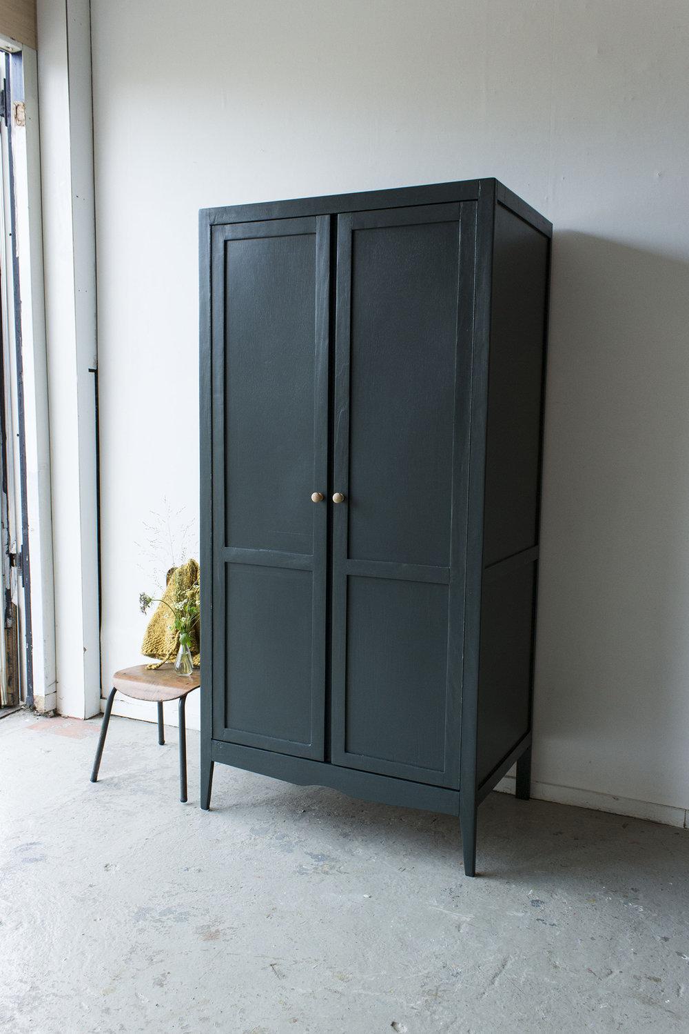 Woudgroen vintage kledingkastje -  Firma zoethout_2.jpg