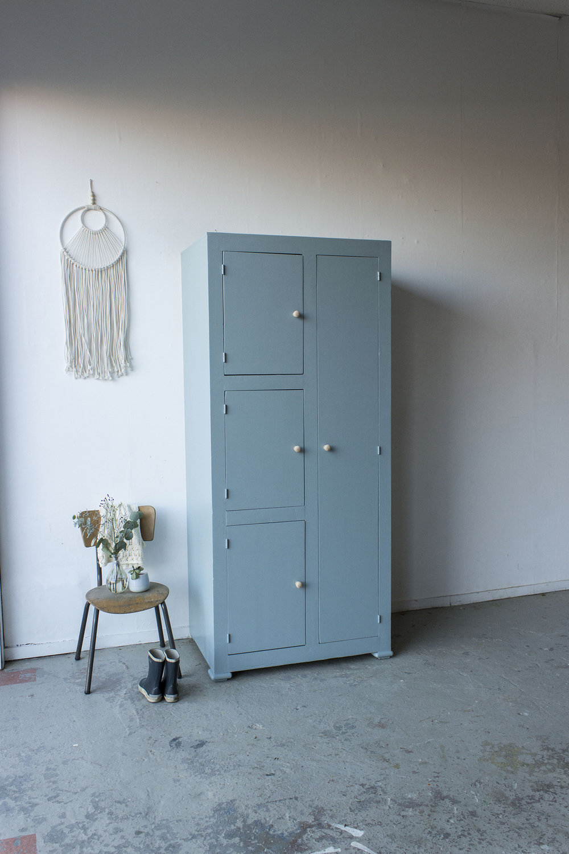 Kust blauwe vintage kledingkast -  Firma zoethout.jpg