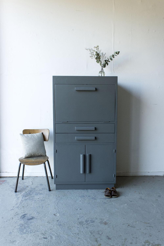 1444 - Antraciet kleurig vintage kastjec-  Firma zoethout.jpg