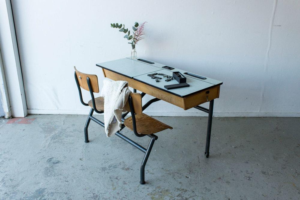 3165---vintage-schoolbank-met-formica-blad---Firma-zoethout.jpg