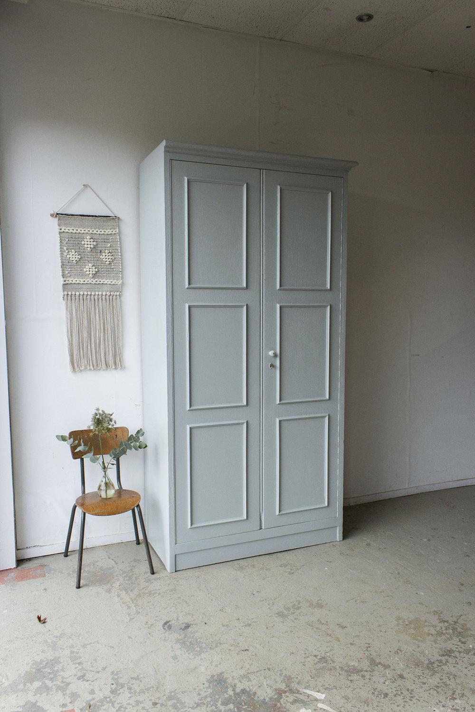 1423 - zachtgrijze grote vintage kast - Firma zoethout.jpg