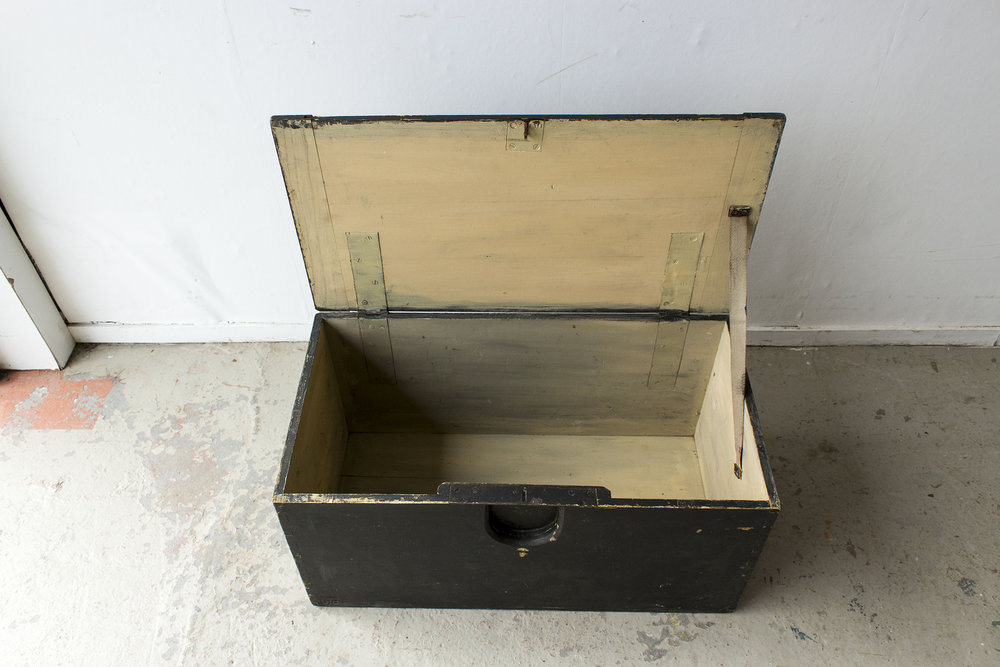 5040 - -Zwarte vintage speelgoedkist - Firma zoethout_3.jpg
