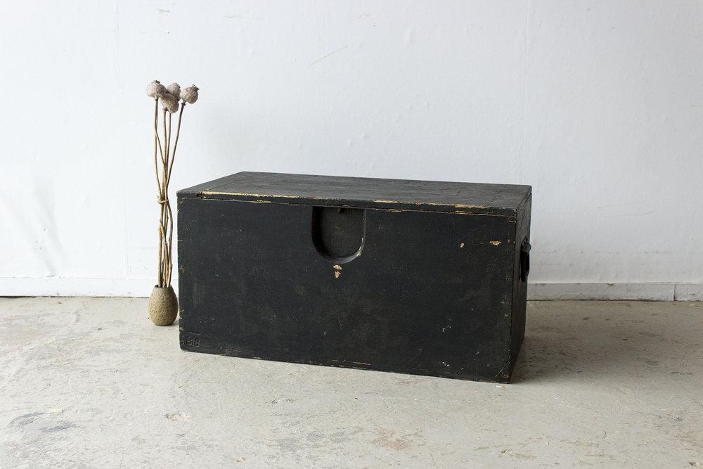 5040 - -Zwarte vintage speelgoedkist - Firma zoethout.jpg