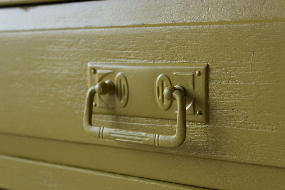 2163 - Okergeel vintage kastje - Firma zoethout_1.jpg