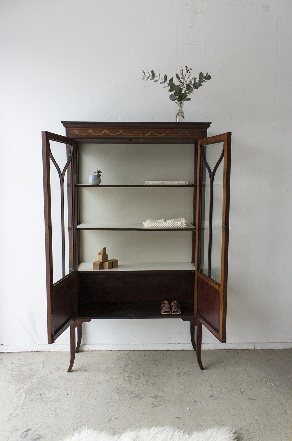 1486 - Vintage vitrinekastje uit Engeland - Firma Zoethout_3.jpg