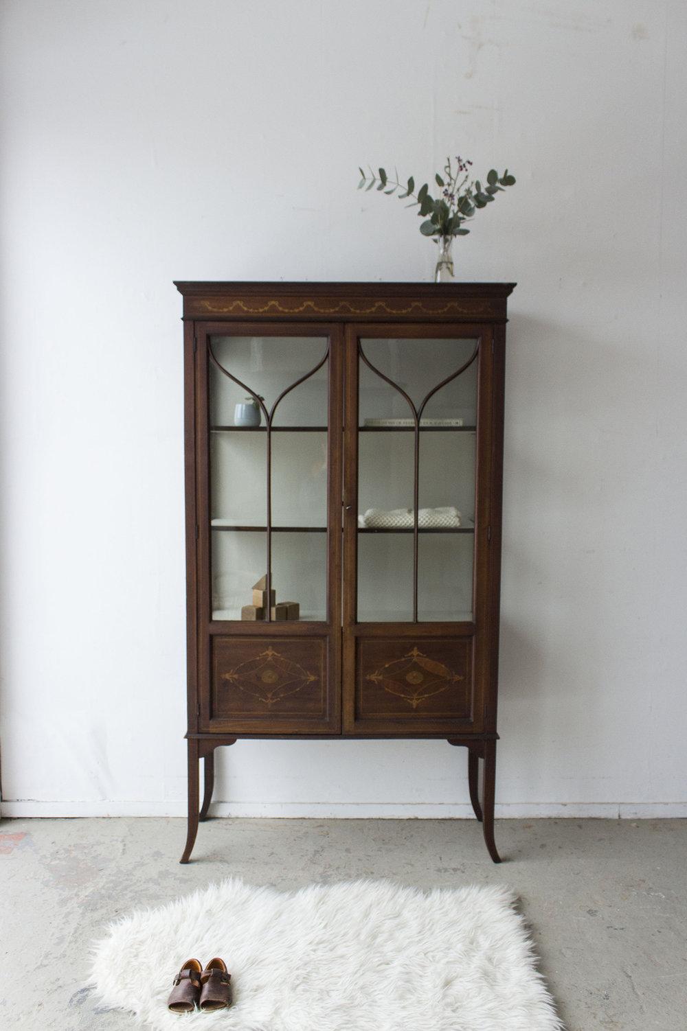 1486 - Vintage vitrinekastje uit Engeland - Firma Zoethout_1.jpg
