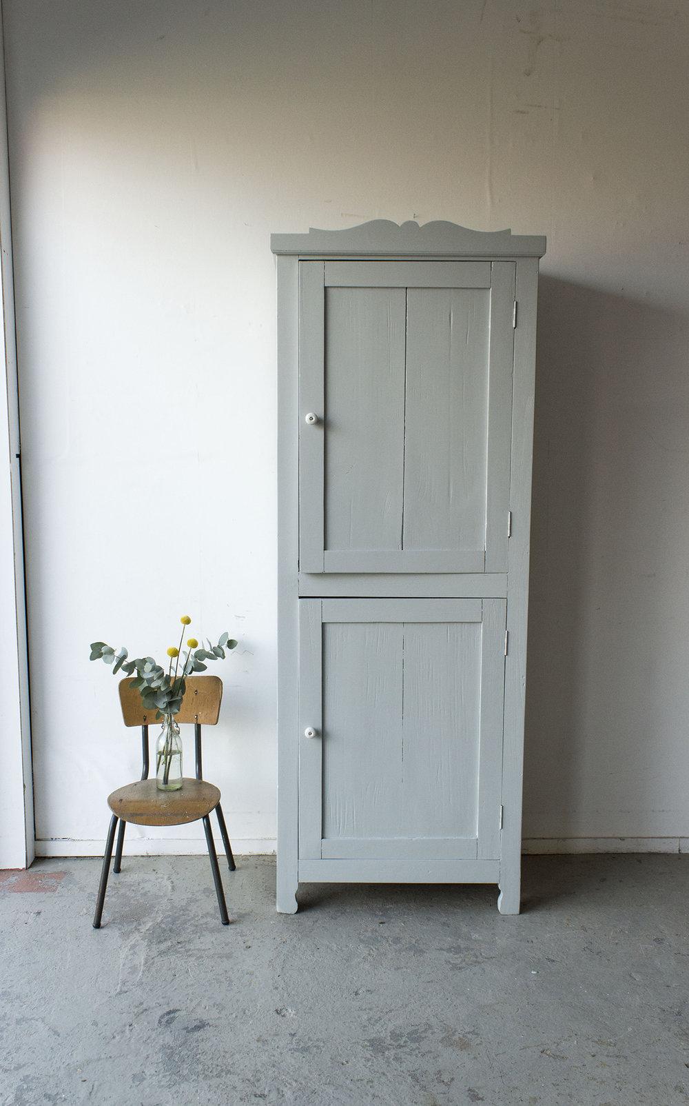 1399 - zachtgrijs vintage kledingkastje - Firma Zoethout_5.jpg