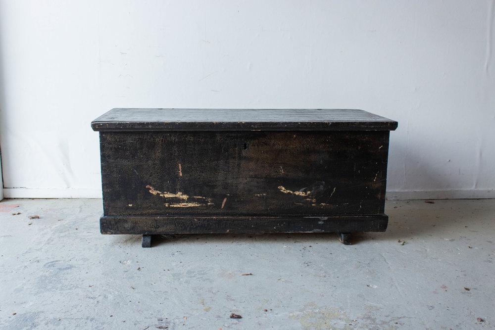 5046 - Zwarte brede kist met afbeelding Marie-6.jpg