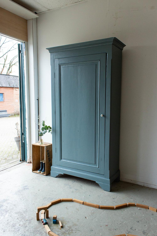 1465 - Grijsblauwe vintage kledingkast-2.jpg