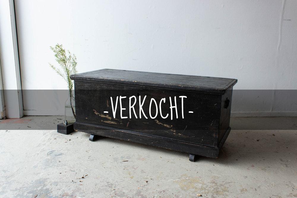 5046 - Zwarte brede kist met afbeelding Marie VERKOCHT.jpg
