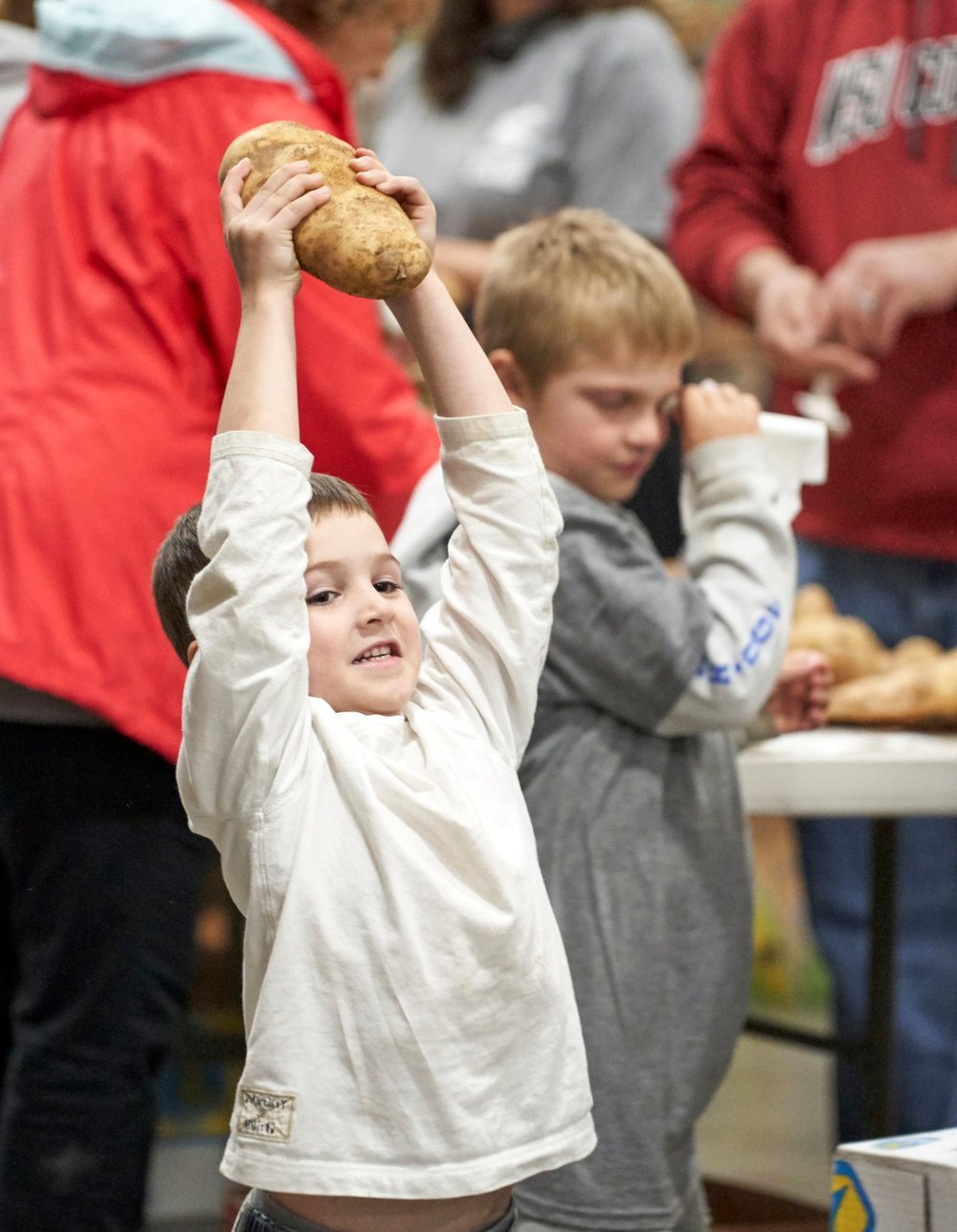 The alumni group Cougs in the Community from Washington State University brought family members of all ages to pack a large shipment of potatoes, weighing 30,000 pounds!