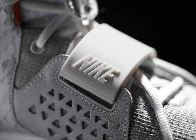 005_NikeAirYeezyII_Detail.jpg