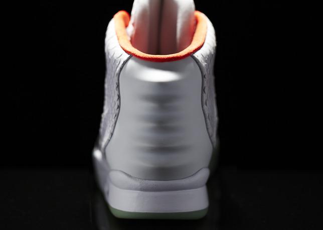006_NikeAirYeezyII_Back.jpg