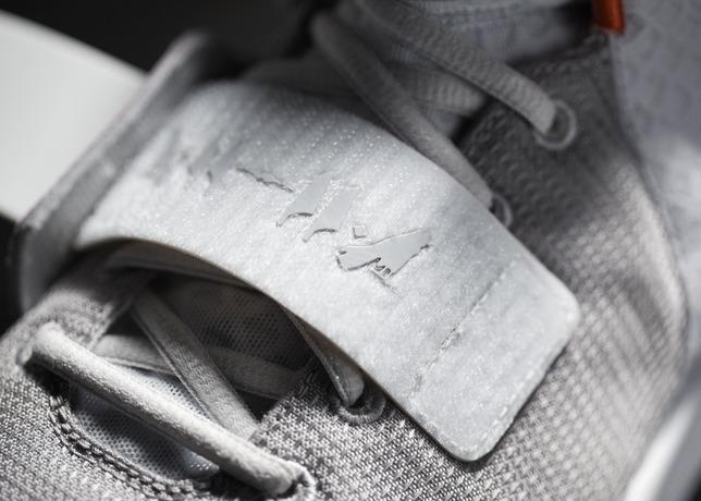 004_NikeAirYeezyII_Detail.jpg