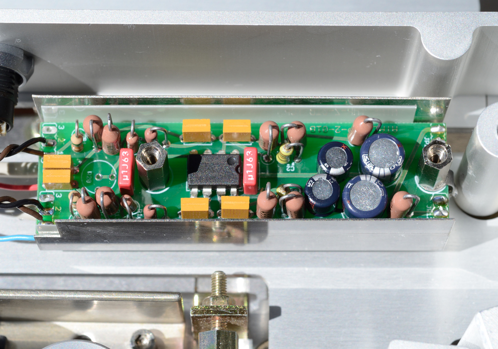 An ATAE THP-2 reproducing head preamplifier (version 01B from 2009) installed in an A820 headblock. (Top shield can cover removed for photo.)