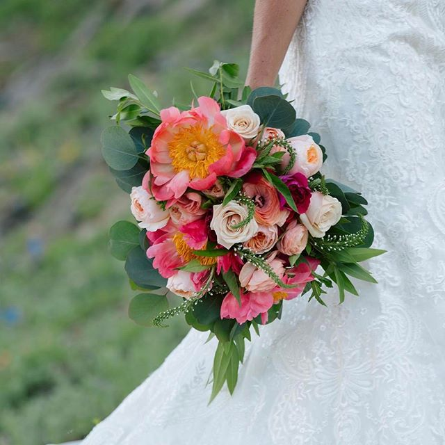 Thank you to @utahweds for the wonderful feature on their blog. Head over to @utahweds and click link in bio for a list of beautiful Summer bouquets from amazing Utah florists. #lilacfloral