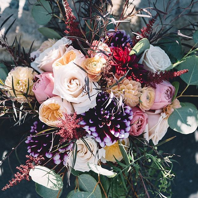 Close up 🧐 of some amazing textures and colors from @lexlear bridal bouquet. Thanks for so many wonderful pictures, @maxxbuchananstudio #lilacfloral