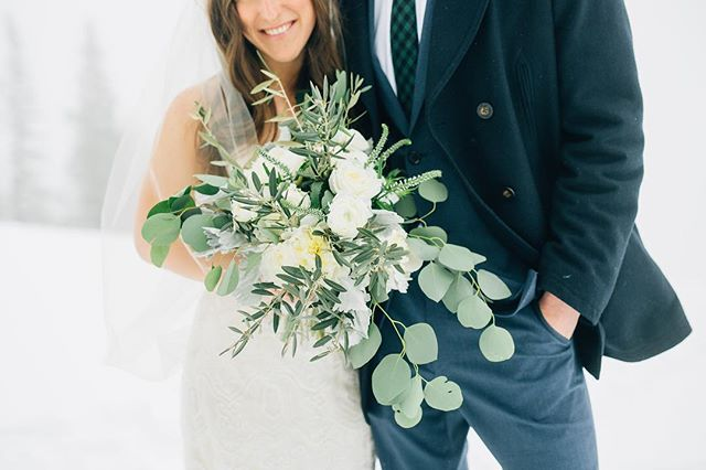 Winter whites & greens for this gorgeous Snowbasin wedding. 📷: @breanneweston #lilacfloral