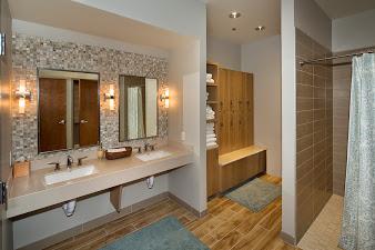 womens bathroom.jpg