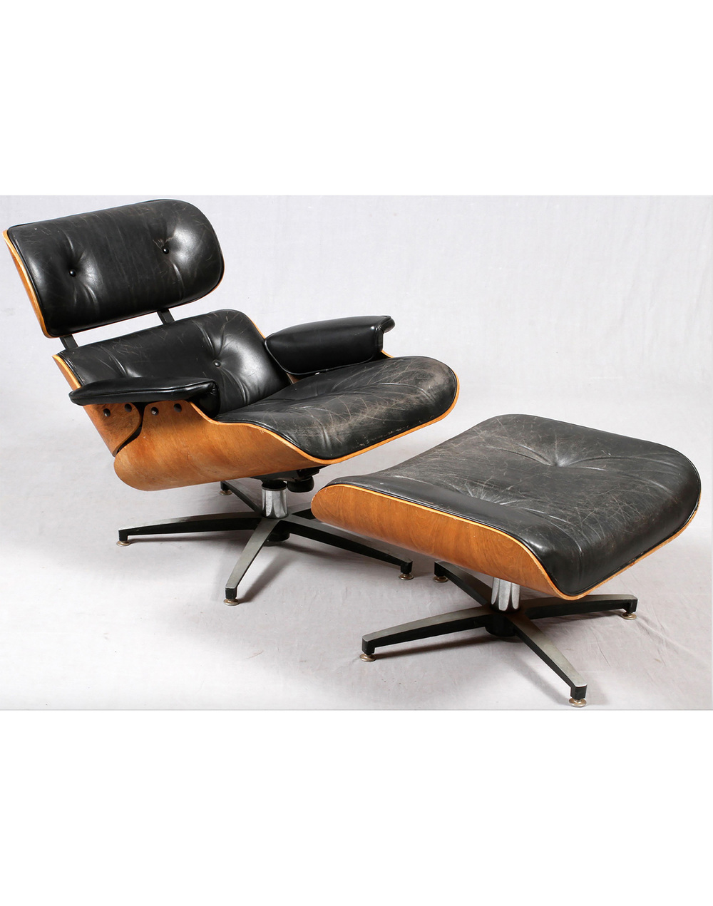 Eames Leather Lounge Chair