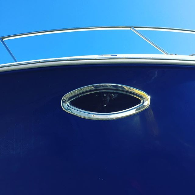 Feel like someone is watching me! Beautiful eye on this sweet little boat. Yes, I see faces in inanimate objects. Don't you?