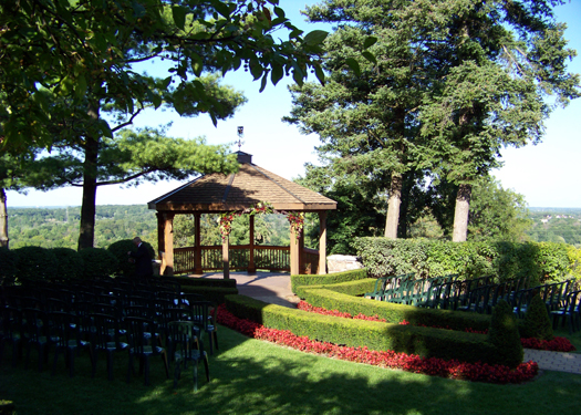 ceremony site at Pine Knob Mansion in Clarkston, Michigan