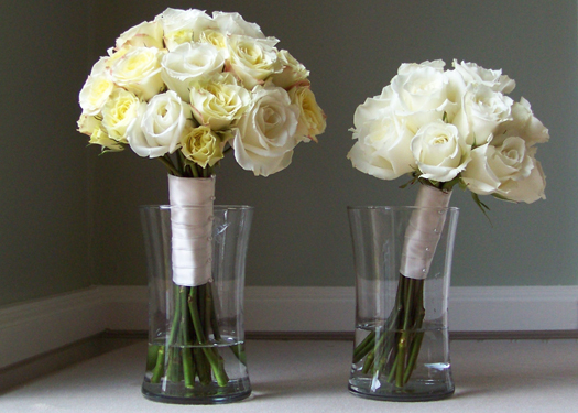 bridal bouquet and maid of honor bouquet with Escimo roses and lemoncello spray roses
