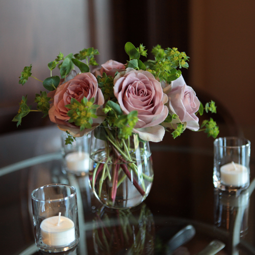 cocktail table arrangement with Amnesia roses and bupleurum