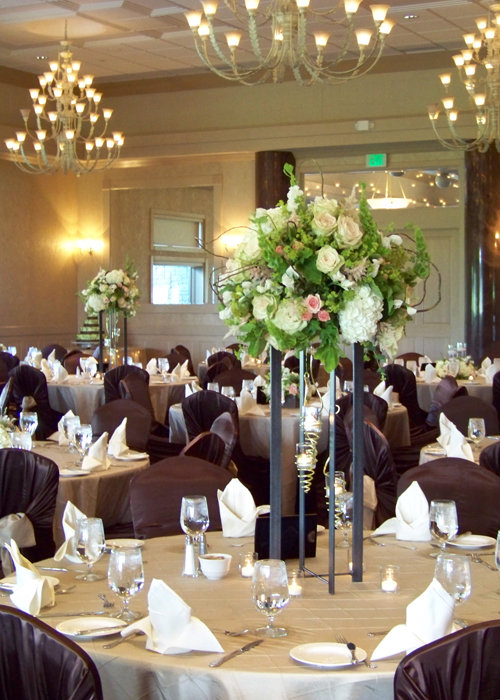 Floral Verde LLC wedding flowers at Apple Mountain Golf Course