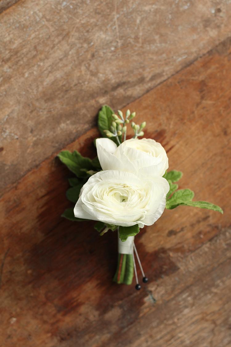 White ranunculus boutonniere by Cincinnati wedding florist Floral Verde.