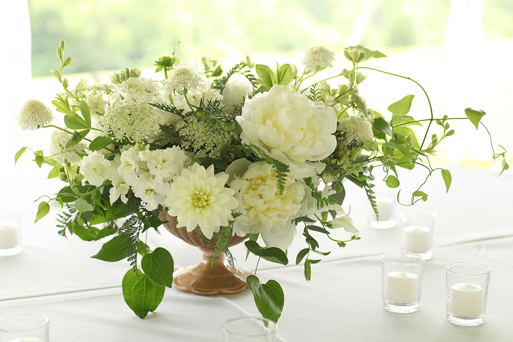 Organic white centerpieces at the French House, by Cincinnati wedding florist Floral Verde LLC.