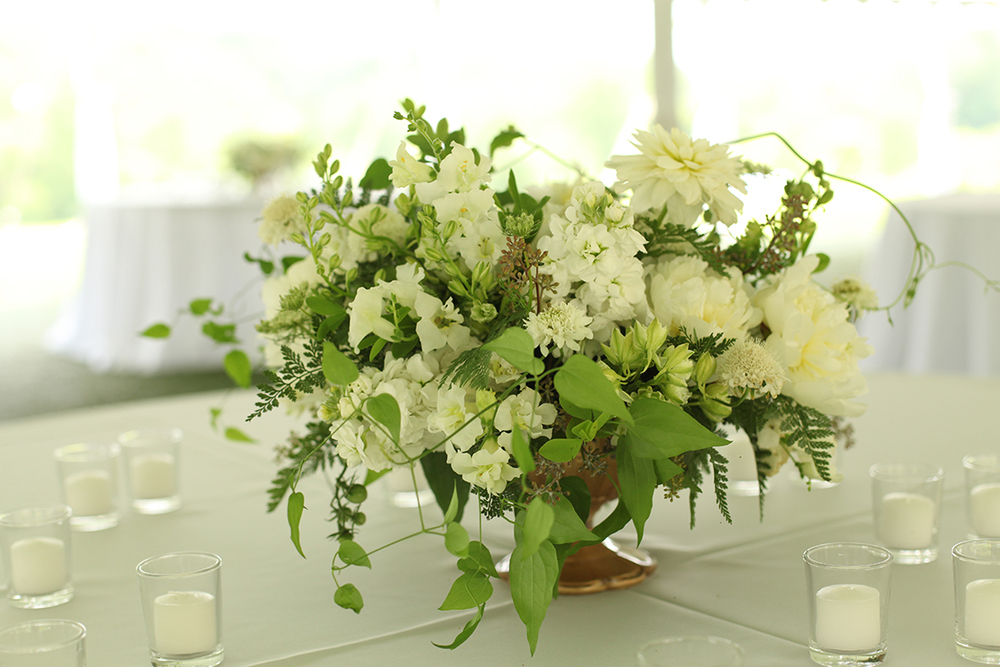 Organic white centerpieces at French Park, by Cincinnati wedding florist Floral Verde LLC.