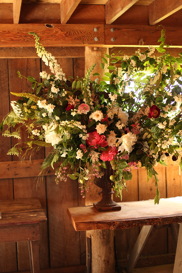Large scale arrangement by Cincinnati wedding florist Floral Verde.