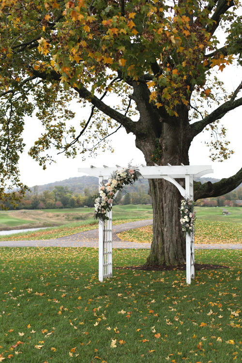 Wedding ceremony arbor at Ivy Hills Country Club. Flowers by Floral Verde.