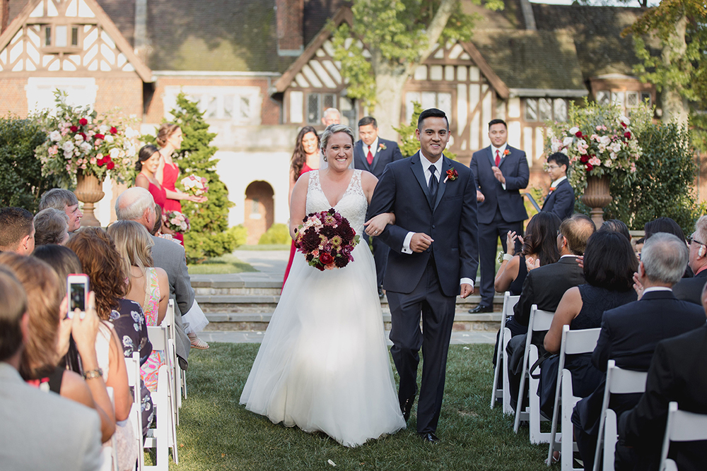 Wedding ceremony at Pinecroft Mansion, Cincinnati, Ohio. Flowers by Floral Verde LLC. Photo by Carly Short Photography.