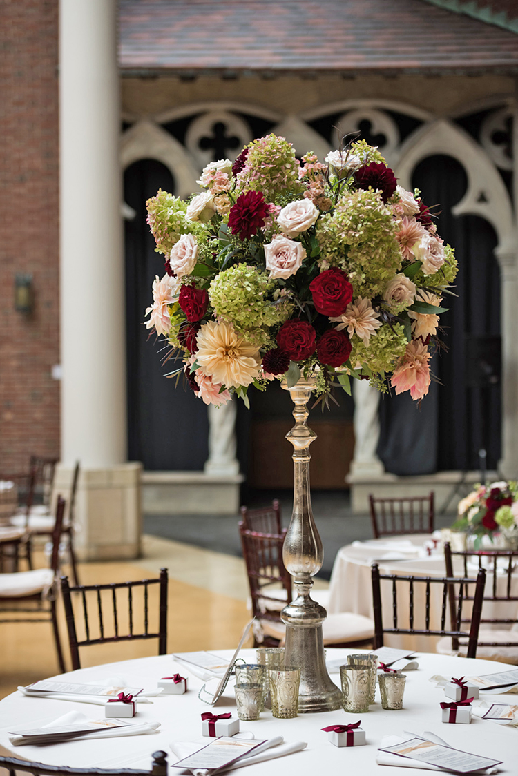 Wedding at The Dayton Art Institute, Dayton, Ohio. Flowers by Floral Verde LLC. Photo by Maxim Photo Studio.