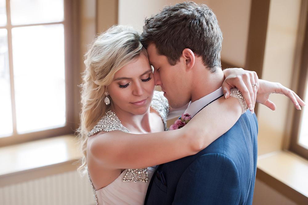 Wedding-at-the-backstage-event-center-Cincinnati-Ben-Elsass-Photography-Floral-Verde244.jpg