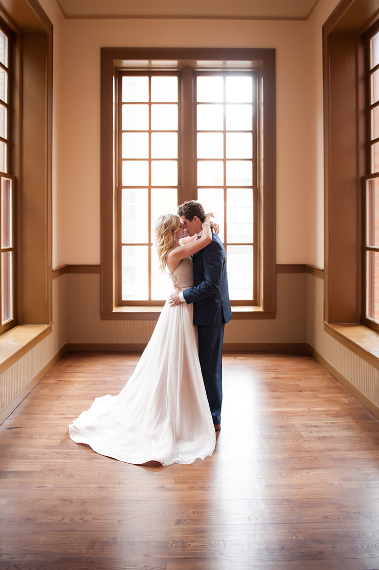 Wedding-at-the-backstage-event-center-Cincinnati-Ben-Elsass-Photography-Floral-Verde.253.jpg