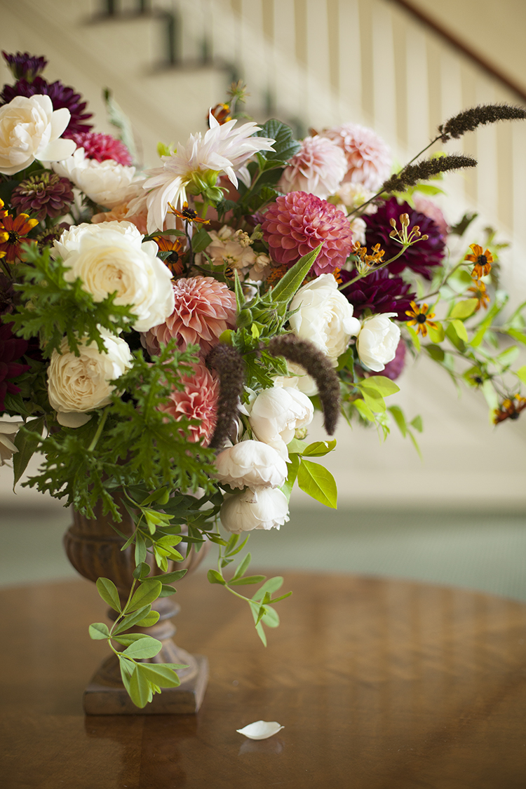 Wedding at Ivy Hills Country Club, Cincinnati, Ohio. Photos by Jenny Hass Photography. Flowers by Floral Verde.