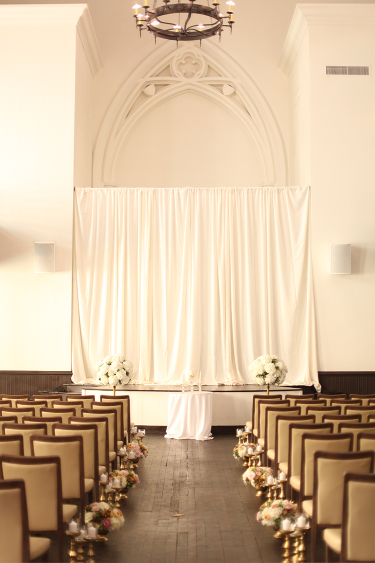Wedding ceremony at the Transept. Flowers by Cincinnati florist Floral Verde.