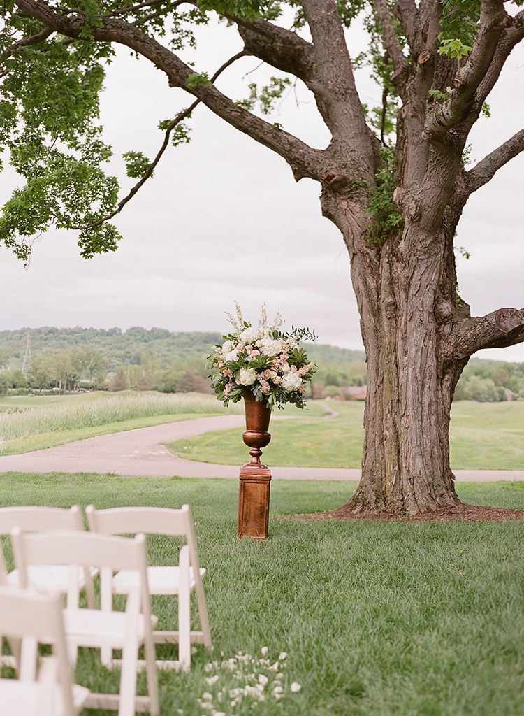 Wedding Ceremony at Ivy Hills Country Club in Cincinnati, Ohio. Flowers by Floral Verde. Photo by Leah Barry Photography.