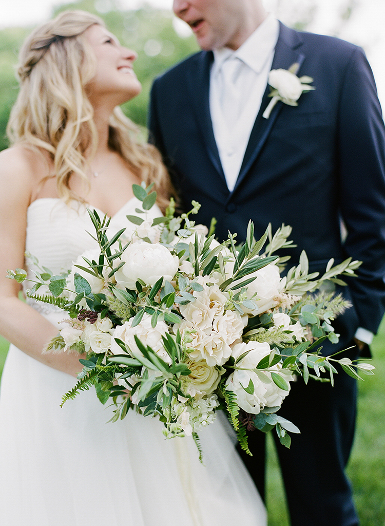 Wedding Ceremony at Pinecroft Mansion in Cincinnati, Ohio. Flowers by Floral Verde. Photo by Lane Baldwin Photography.