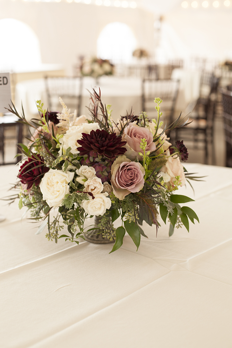 Wedding reception at the Inn at Oneonta, Melbourne, Kentucky. Flowers by Floral Verde.