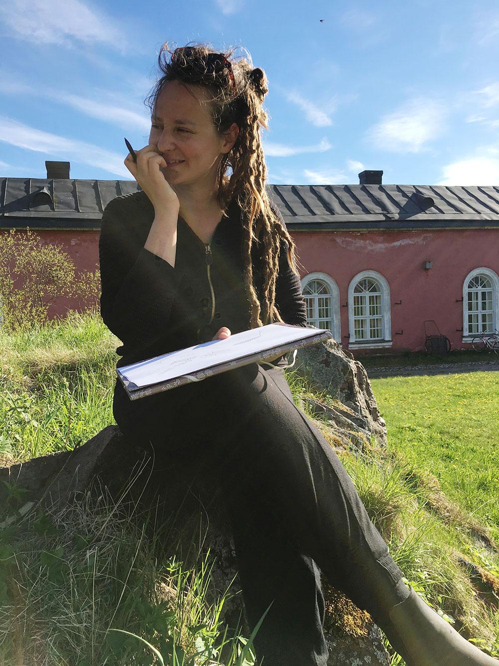Elina in Suomenlinna.