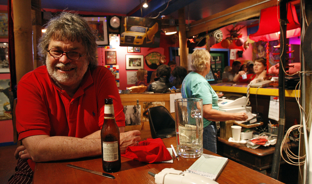 Sudie and Big Mike at the bar.  Photo by Bob Brown, Richmond Times-Dispatch.